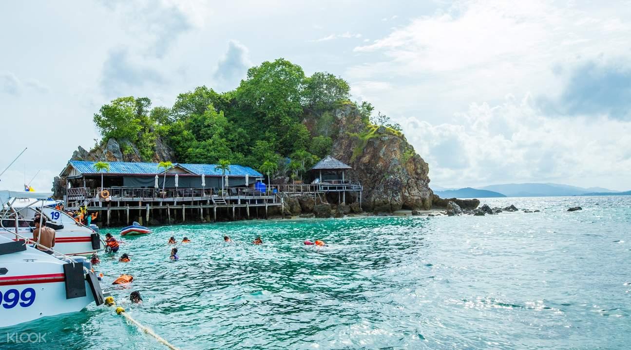 カイ島 ボートツアーチケット, プーケット発ボートツアー, カイ島 ビーチ, カイ島までスピードボートで移動